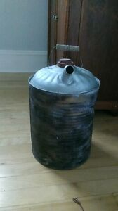 Antique oil can in good condition