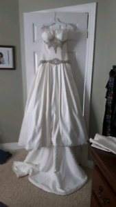 Gorgeous Couture wedding dress size 6 NEVER WORN!