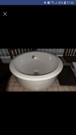 Ceramic round wash hand basin