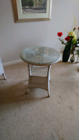 Small ratten table and chair
