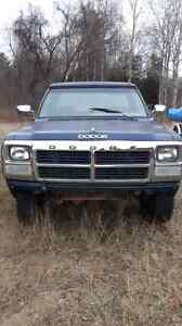 PARTING OUT 1991 Dodge 250