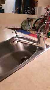 Evier avec robinet