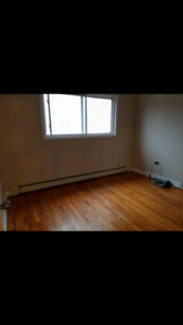 JULY 1ST ROOM AVAILABLE IN ARMDALE BY THE ROTARY
