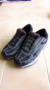 Youth boys size 4 sneakers