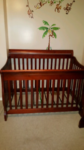 3 in 1 convertible crib/dresser/change table