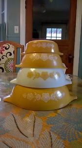 3 Vintage Pyrex Butterfly Gold Cinderella Nesting Mixing Bowls