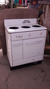Free gas stove, and door, and working florescent lights