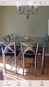Dinning room table with lazy Suzan
