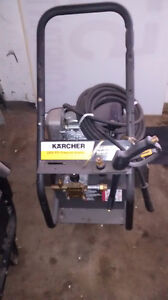 Laveuse a Pression KARSHER HD 2400 HD  CDN a gas by HONDA