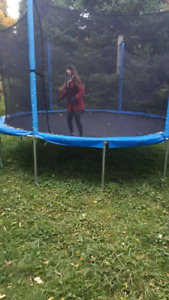 14 foot trampoline with enclosure
