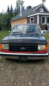 Ford 1986 antique. 2000$