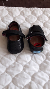 Baby shoes for sale / articles bebe