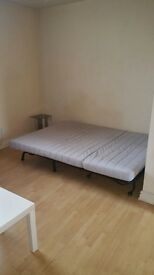 Large studio flat, city centre De22 3Xh