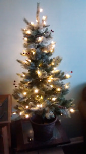 NOMA 4 feet Jackson Potted Christmas Tree