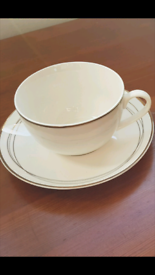 Reduced* x4 modern white & gold tea cups with saucers