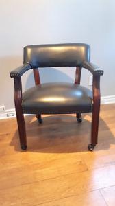 Chaise roulante cuir rustique