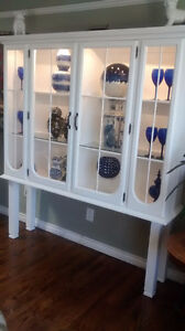 WHITE MODERN STYLE HUTCH OR SHOW CASE