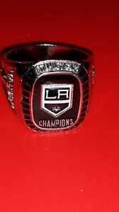 LA KINGS CHAMPIONSHIP REPLICA HOCKEY RING
