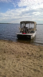 25ft Pontoon with Full top