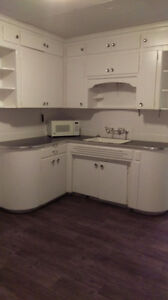 RECENTLY RENOVATED!  SPACIOUS 1 BEDROOM!! BRODERS ANNEX