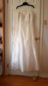 Worn once. Ivory white wedding/prom dress