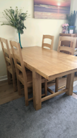 Beautiful Solid Oak Extendable Family Dining Table & 6 Chairs