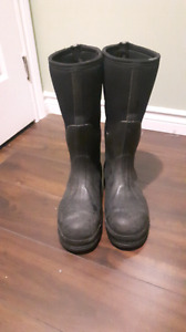 Muck chore st/pr water proof boots size 10/10.5