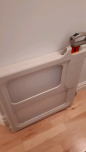 Pressure baby gate like new condition