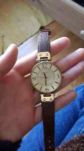 Anne Klein leather watch / Montre en cuir Anne Klein