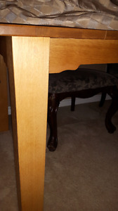 Dining Table 6ft x39 inches feet a solid Wood not mdf