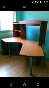 Corner desk / bureau/ table de coin .