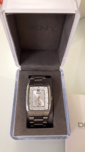 DKNY men watch come with box