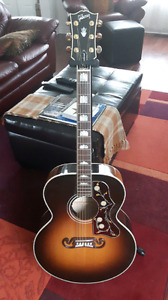 Gibson J200  Acoustic Guitar (2014)