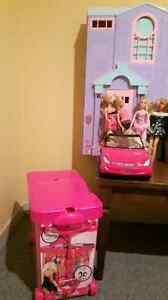 Barbie package deal (house, car, clothing case, 6 barbies...