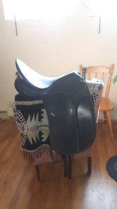 "17.5"" Wintec Dressage saddle with synthetic dressage girth"