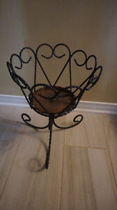 4u2c VINTAGE WROUGHT IRON PLANTER