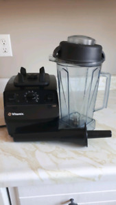 Vitamix Aspire with 64 ounce container.
