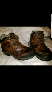 ARIAT MENS SZ 8 THINSULATE WATERPROOF BOOTS