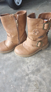 Girls size 9 fall boots
