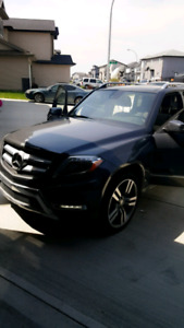 Beautiful 2014 GLK Mercedes Benz in GREAT condition