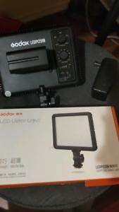 【Godox LED LIGHT with 6600mah battery】