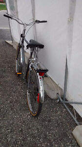 """Supercycle Commuter bike 23 """" frame 26x1.5 tires good state 5 sp West Island Greater Montréal image 8"""