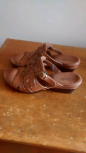 New Clark's Leather Sandals Size 7.5