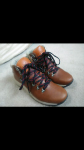 BRAND NEW: Women's Timberland Boots - Size 11