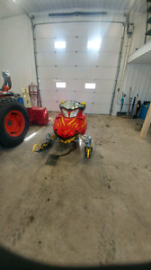 F5 Arctic cat with low km in great shape!