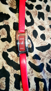 RED GUCCI QUARTZ LADIES WATCH