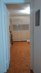 Room for rent not furnished in townhouse.( Female only)