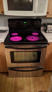 Cuisiniere autonettoyante stainless excellente condition