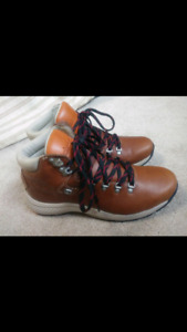 BRAND NEW: Men's Timberland Boots - Size 9