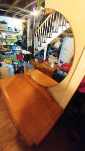 Meuble coiffeuse antique en bois 6 tiroirs avec banc et miroir